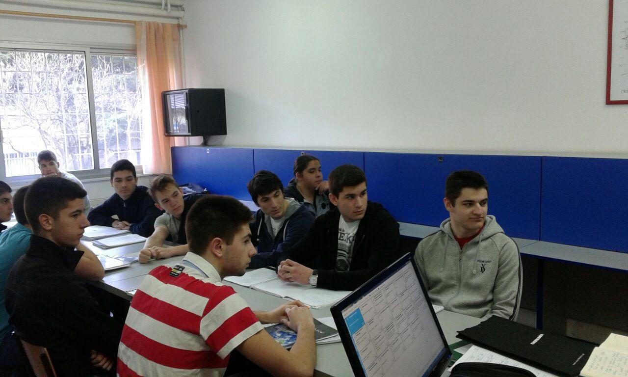 Bozidar Murisic u razgovoru sa ucenicima (2)