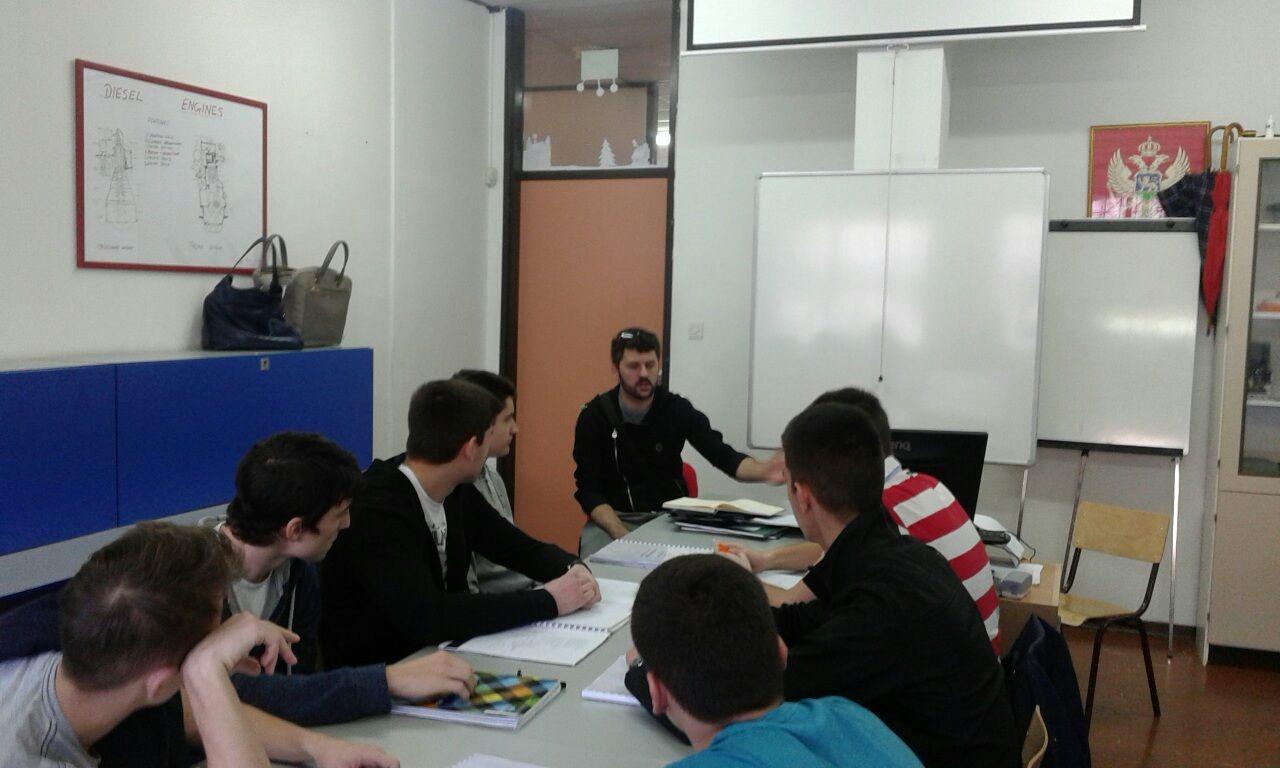 Bozidar Murisic u razgovoru sa ucenicima (5)
